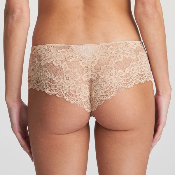 SYLVIA Glossy Sand luxe string